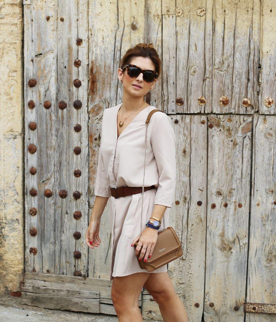 Casual Look. Look en tonos beige. A trendy life. #casual #chic #trendy #tousbag #flatforms #topknot #oxygene #lowlitaandyou #tous #marcomavilla #fosco #merkalcalzados #outfit #fashionblogger #atrendylife www.atrendylifestyle.com