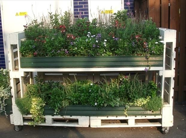dump a day amazing uses for old pallets 30 pics on extraordinary ideas for old used dumped pallets wood id=48016