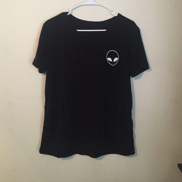 Alien shirt! Brand new never worn. Lightweight cotton alien shirt! Women's oversized medium or regular large! PacSun Tops
