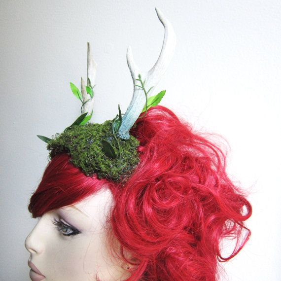 This is a beautiful woodland style headdress featuring a dainty pair of real four pointed deer antlers that have been sealed with natural coloring, and has a base of faux moss with cute little vines winding up each antler. Metal headband base.    This is perfect for costumes, photo shoots, or special events when you want to really stand out!  The piece itself is actually pretty lightweight so its easier to move around in than a larger antler set.  WEAR WITH CAUTION! These are REAL horns and…