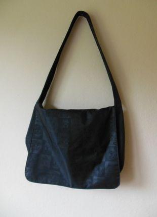 8f50cabb4caf89 Znajdź świetne okazje na Torby na ramię i odśwież swoją szafę kupując na  Vinted. Zaoszczędź