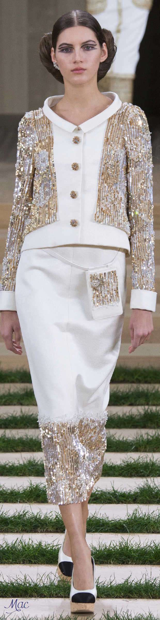 Spring 2016 Haute Couture Chanel. Modest Fashion doesn't mean ...