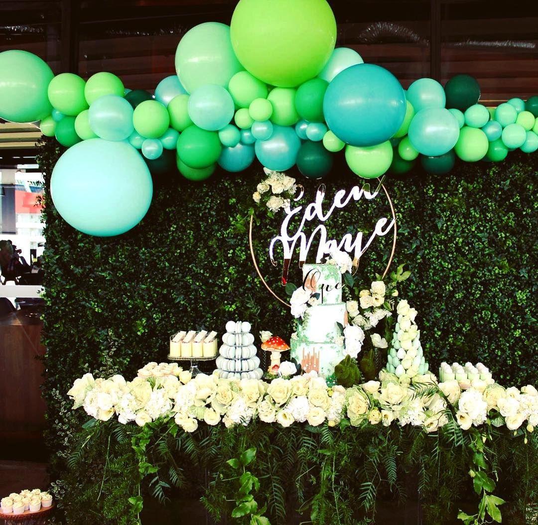 Garden or Eden theme cake table balloon decorations | Baby Shower ...