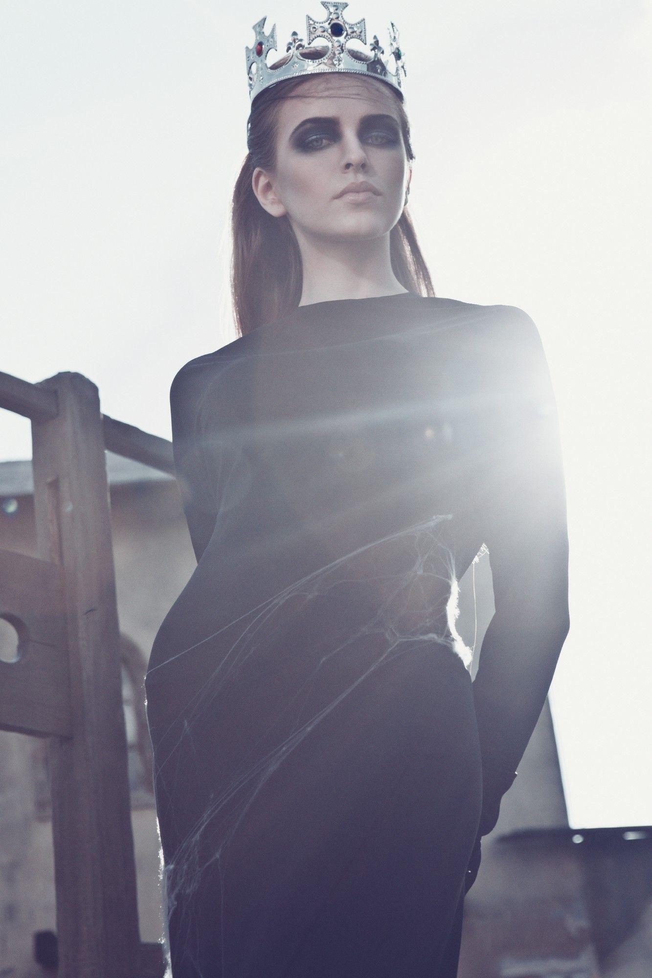 Гламурная блондинка Markesa Йегер