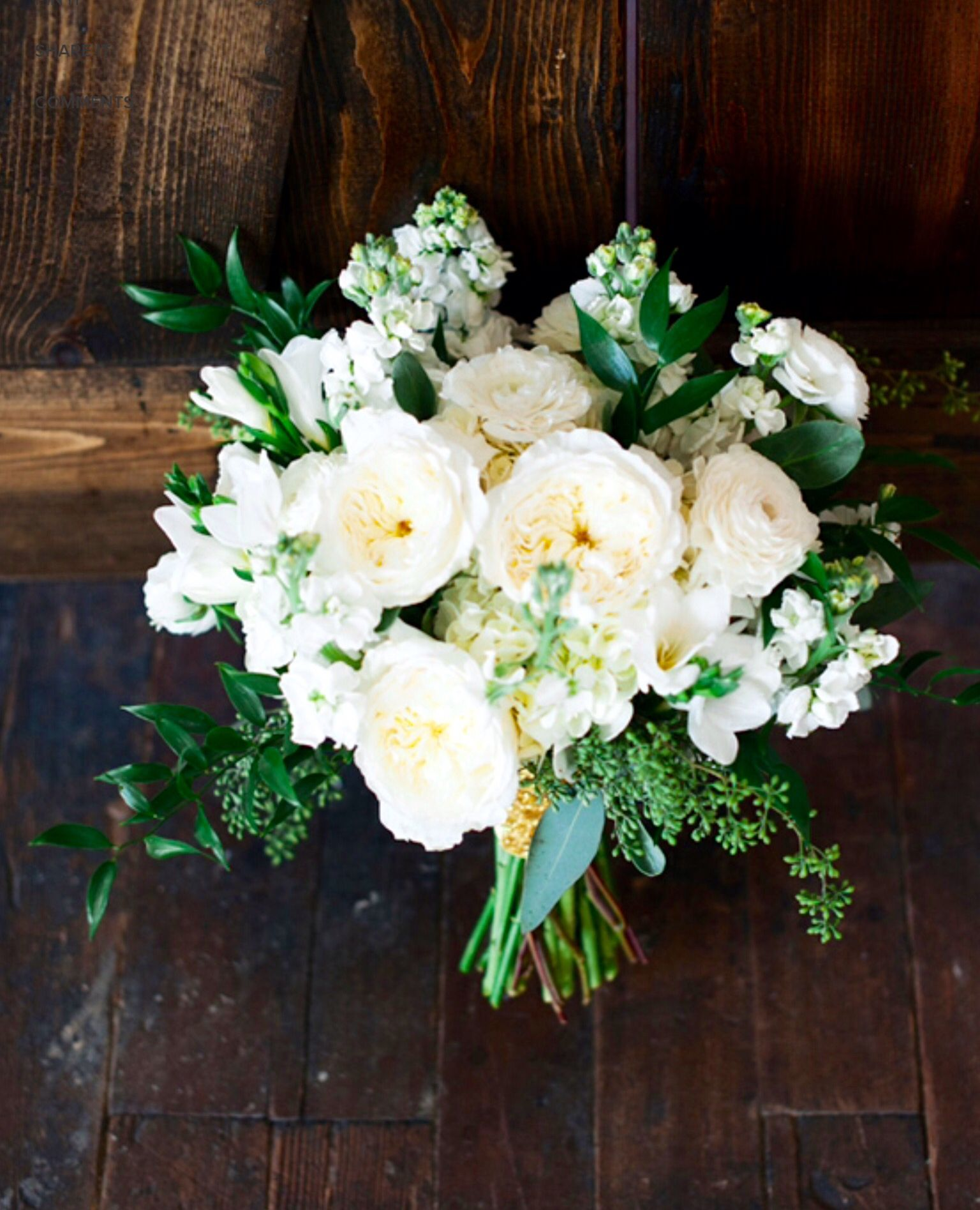 Spring/early summer wedding# bridal bouquet# white# green# berries ...