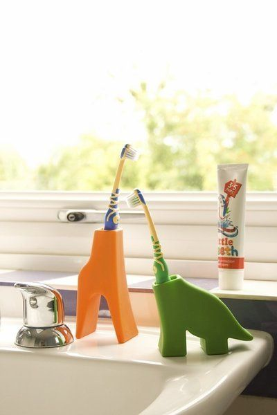 Deze beestige vriendjes zorgen ervoor dat tanden poetsen een plezier wordt! Mat: silicone, makkelijk schoon te houden Afm. Bella: 63 x 33 x 87 mmAfm. Grace: 111 x 55 x 39 mmAfm. Diego: 93 x 72 x 38 mm