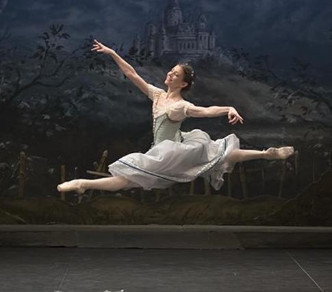 Alina Cojocaru in English National Ballet's Giselle by Mary Skeaping. Photo: Emma Kauldhar