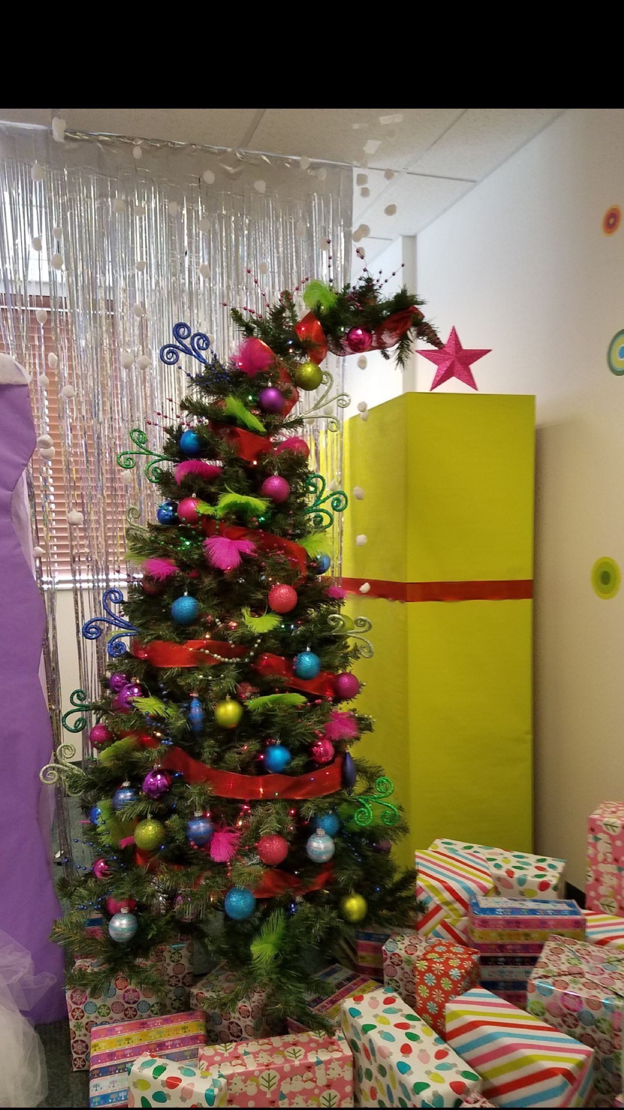 grinch stole christmas office decorations cubicle whoville office decorations how the grinch stole christmas