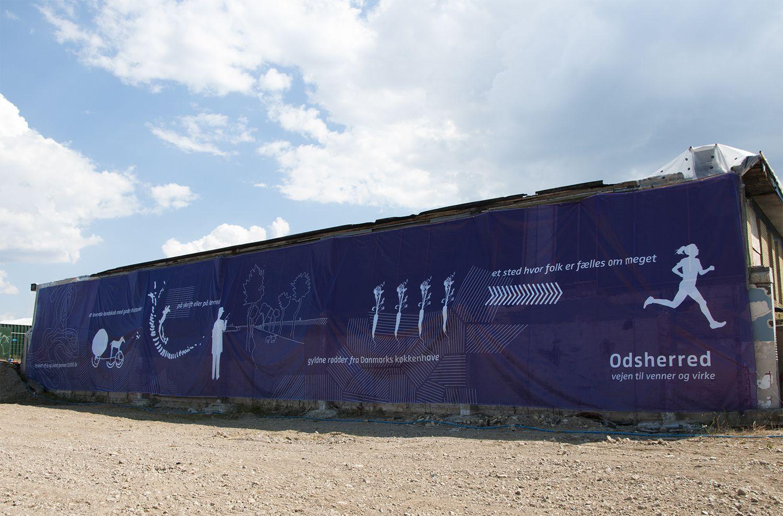 Odsherreds historie fortalt på 38 x 6 meter - fra istid til Solvogns-fund, kunstnerkolonier, inddæmningen af Lammefjorden og til i dag. Banneret hænger i Vig.