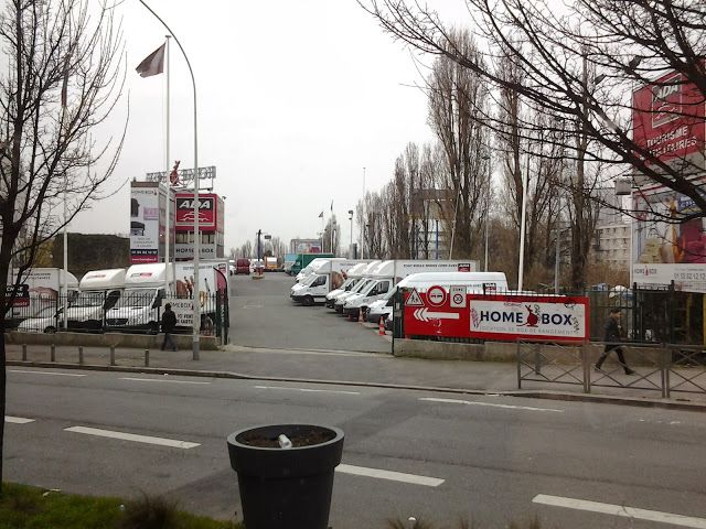 Vista da ADA locadora de veículos utilitários na D37, Bagnolet, Paris.