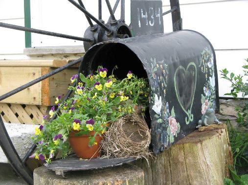 Old Mailbox Planter