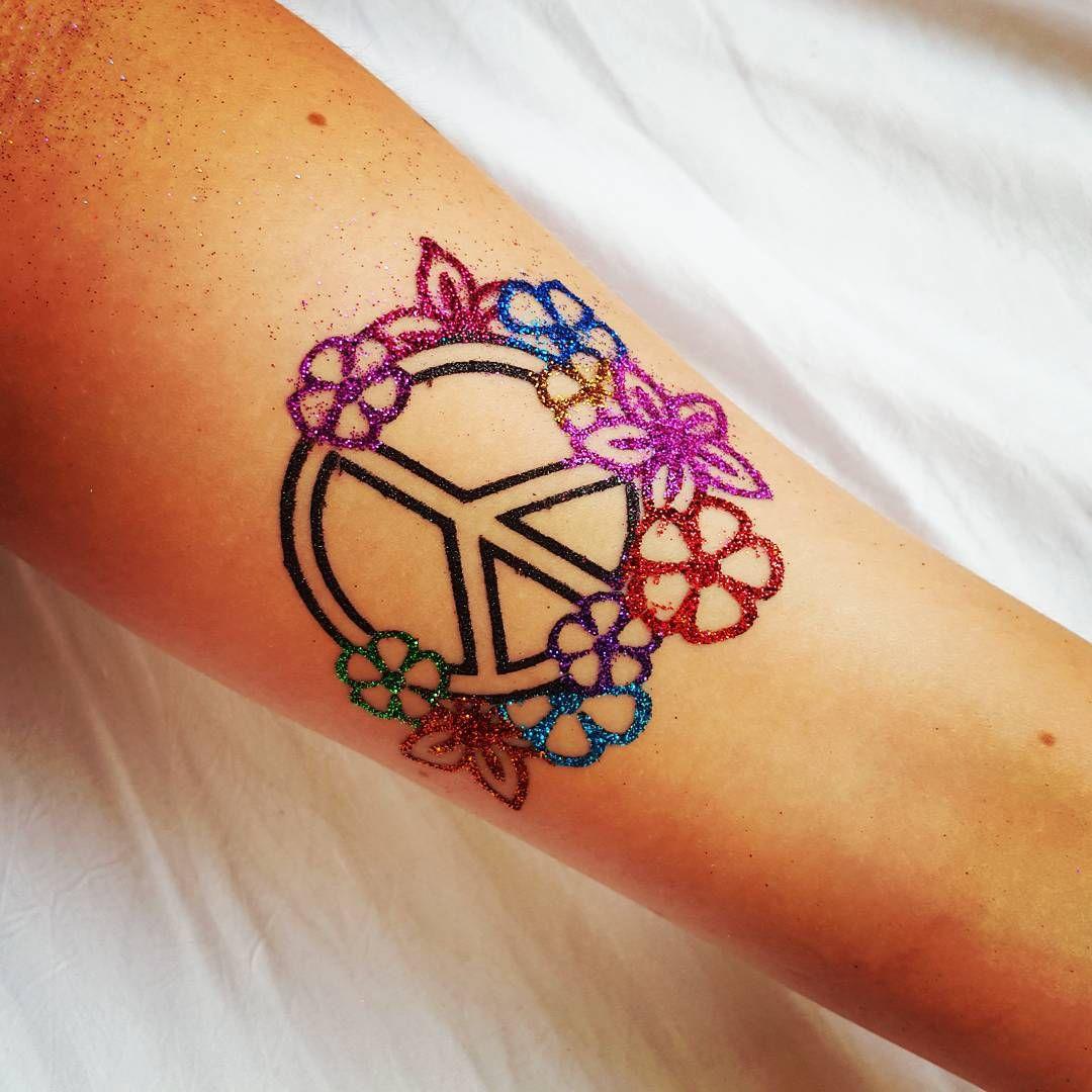 Peace Sign Tattoo 26 Jpg 1 080 1 080 Pixels Hippie Tattoo Inspirierende Tattoos Tattoos Mit Bedeutung