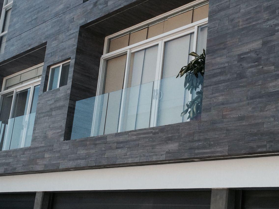 Aluminio electro pintado blanco l nea espa ola barandal cristal templado fachadas - Pintado de fachadas ...