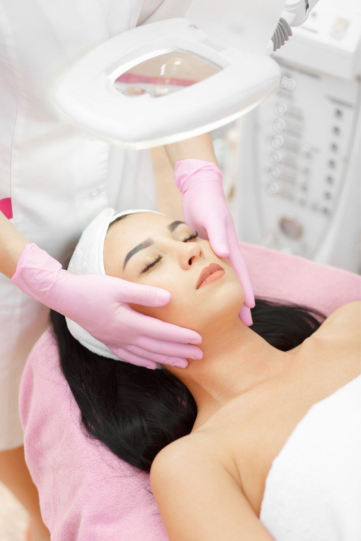 خلطات تبييض سهلة و مضمونة بمكونات طبيعية للجسم والبشرة Personal Care Person Sleep Eye Mask