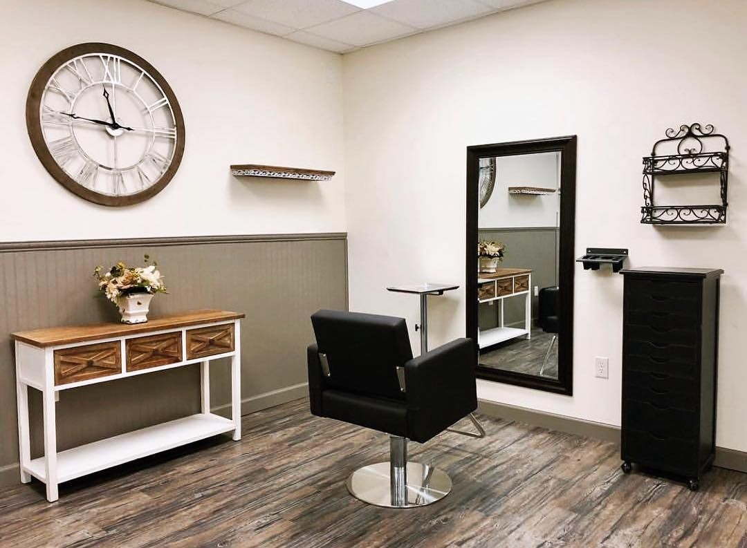 Absolutely Love This Simple Yet Chic Work Station At Grayce Hair Salon In Dothan Al Megangarrett Modernsalon Salon Dresser Table Dresser Decor Table