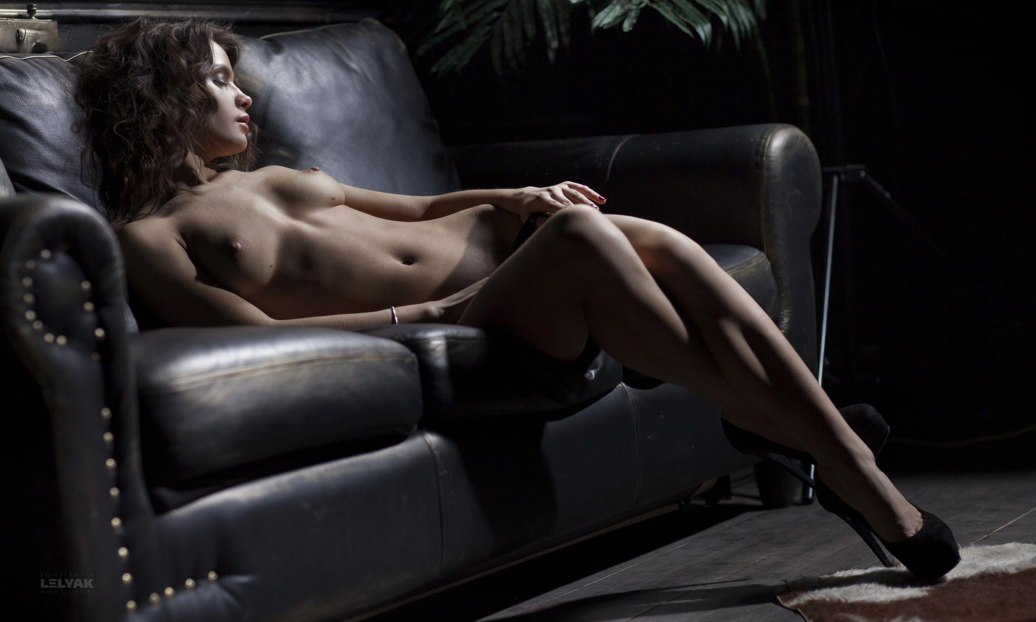 caro nude