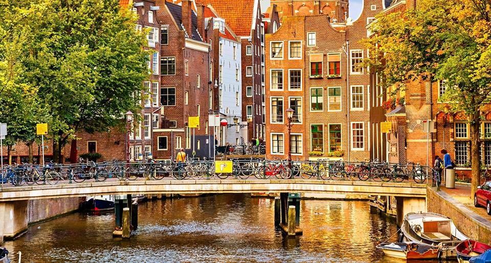 Primăvara printre frumoasele obiective turistice ;)  Dacă în luna iubirii am optat pentru orașe de poveste, acum că natura revine la viață, ne vom îndrepta spre câteva destinații uluitoare.   Descoperă » https://issuu.com/performance-rau/docs/nr-50-mar-2016/54