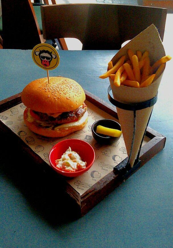 MoBar burger, @ Monkey Bar, Vasant Kunj, Delhi   Food, Burger, Takeout  container