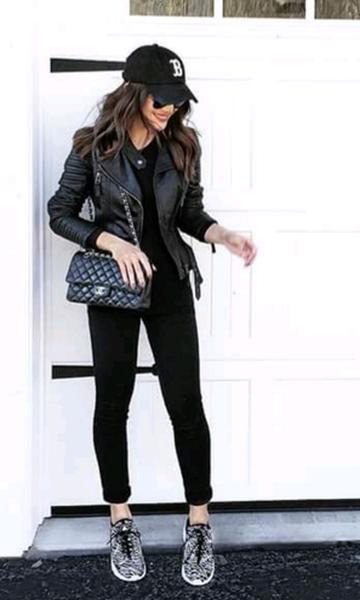 1f699bd23e6 Look  Total Black com Boné Moda Inverno