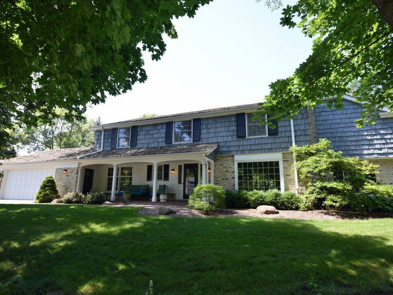 This Bayside home is absolutely, undeniably lovely! With