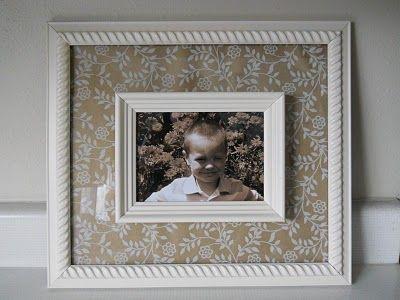 Rahmenfoto mit zwei unterschiedlich großen Rahmen mit dekoriertem Papier und Klebepunkten   – art