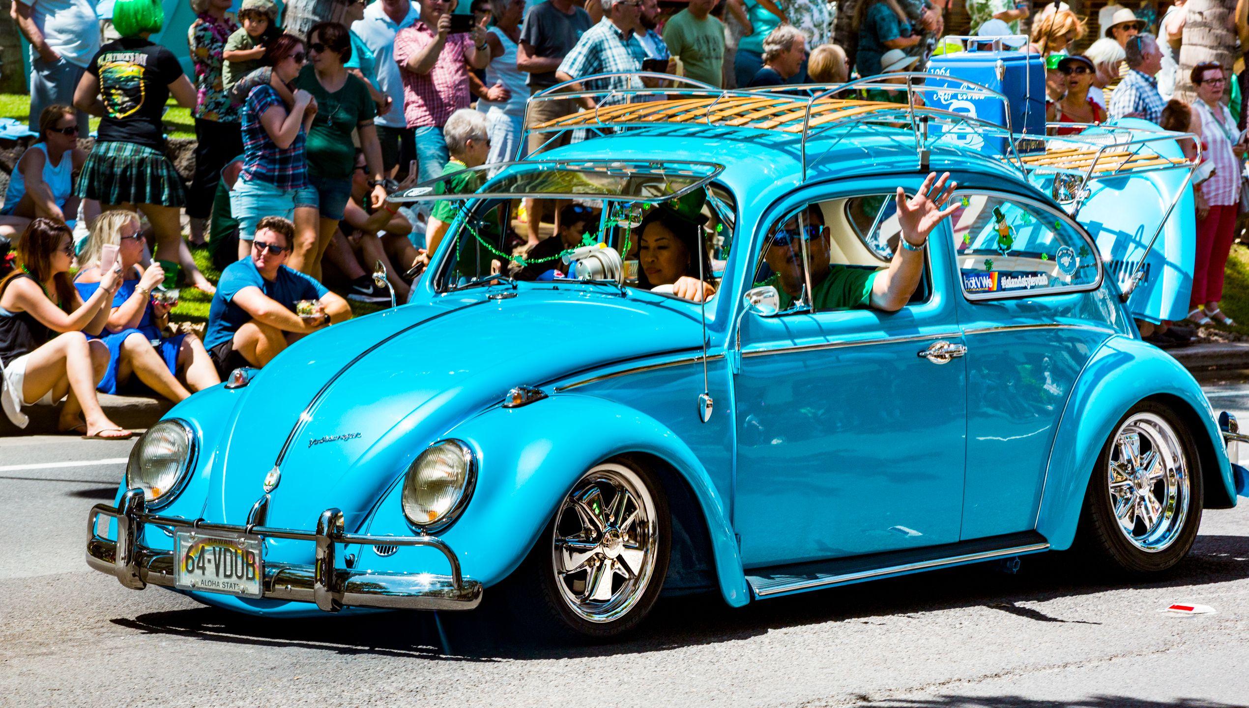 Some Pretty Cool Vws In Hawaii Islandstylevdub Honolulu Hawaii Waikiki Volkswagen Beetle St Patricks Day Parade Street Photography Photography Company
