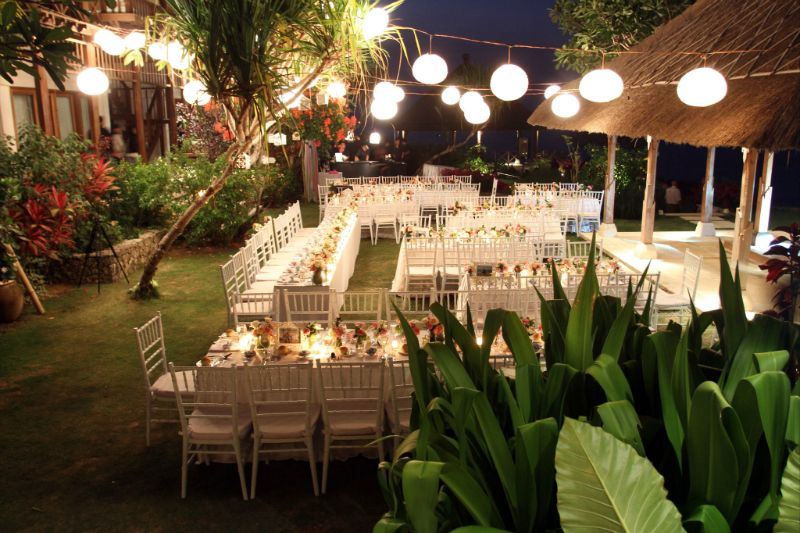 outdoor wedding reception, table layout and lanterns ...