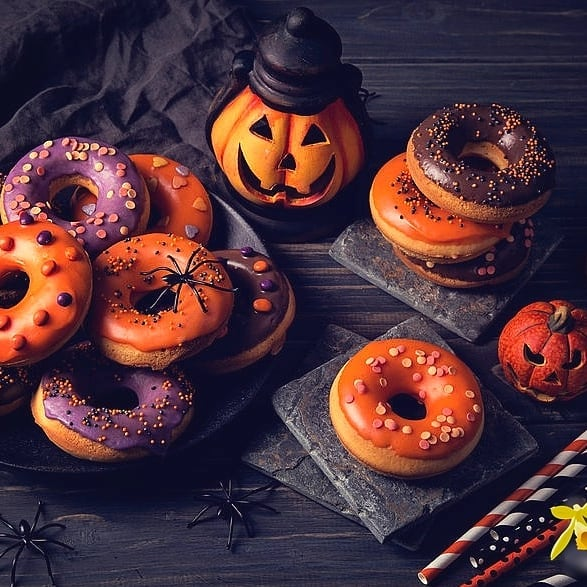 HALLOWEEN DOUGHNUTS!!! 👻🎃🤡😱 Let us make your Halloween