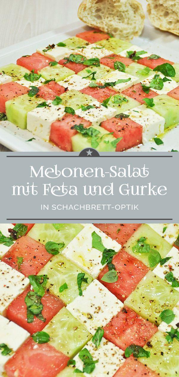 Melonen-Salat mit Feta und Gurke in Schachbrett-Optik. Ein appetitlicher Hingucker - da greifen auch die Kleinen gern zu. #wassermelone #salatgurke #basilikum #melonrecipes
