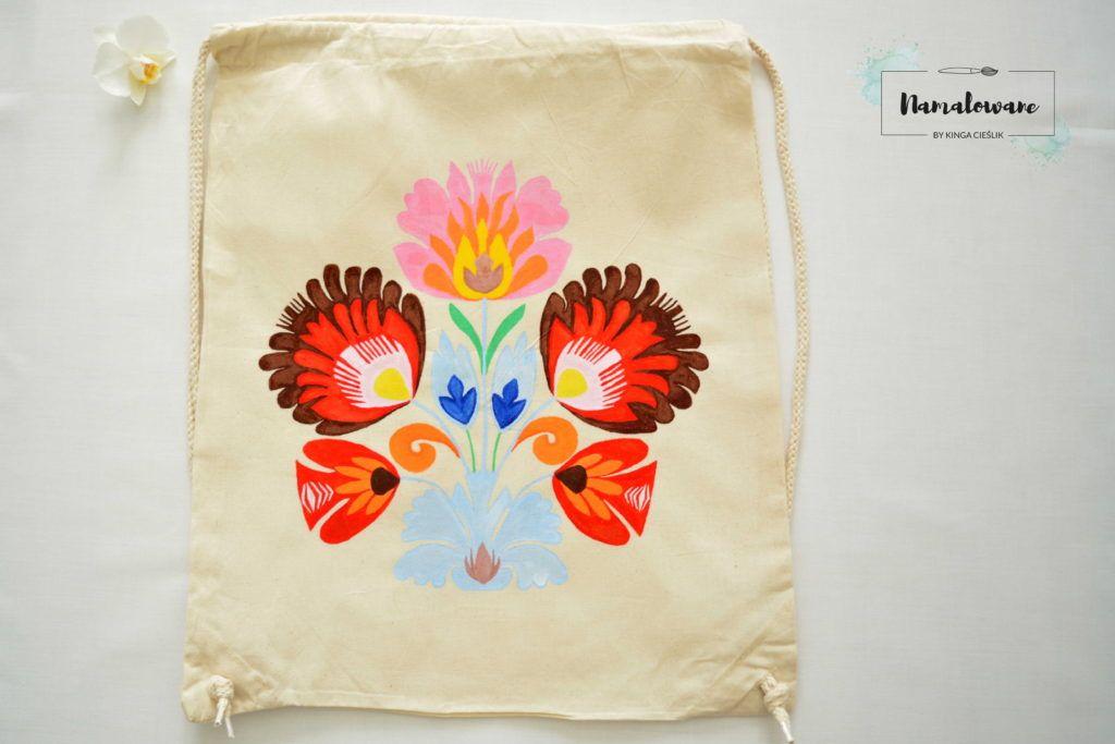 Ręcznie malowany plecak na ludowo. #plecak #naludowo #ludowe #łowickiewzory #ręczniemalowane #namalowane #pomysł #inspiracje