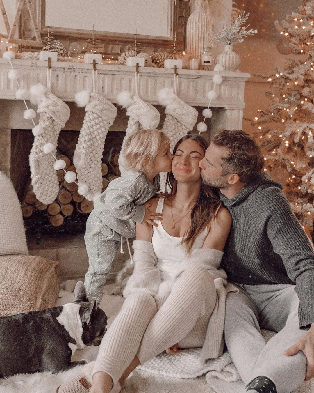 Snaps with my favorites ⛄ so, so grateful for this life with my boys. such a gift, and wow, what a feeling to know this much l o v e ! sending you each a whole lotta hugs + light this week. merry, merry ???? | Maternity Photography Family jeans | maternity photography jeans outfit #christmas #holidays #christmasmagic #family #love #halloween photography family