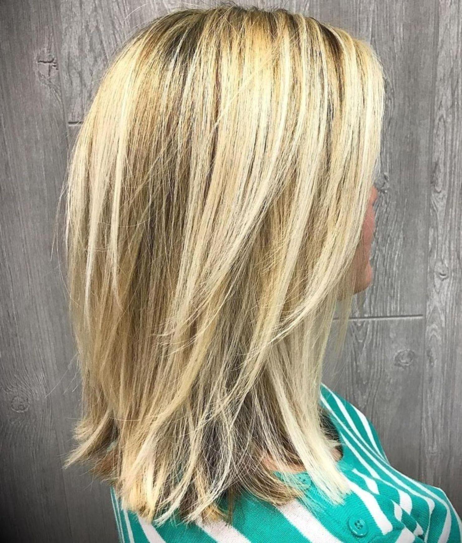 Mittlere bis lange geschichteten blonde frisur. in 10  Medium