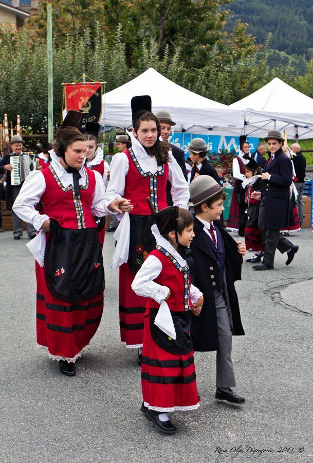 Festa delle Mele e balli tipici valdostani - Frazione Taxel, Gressan (Valle d'Aosta)