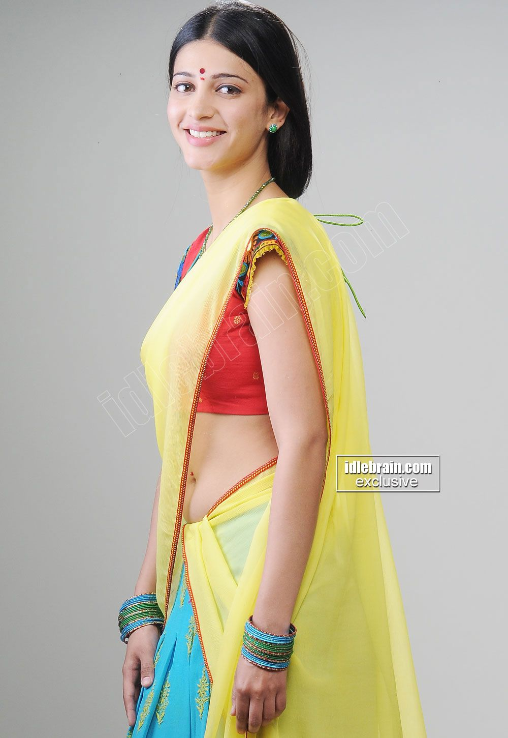Shruthi Hassan Hot Navel Show In Saree Spicy Pictures | Shruthi ...