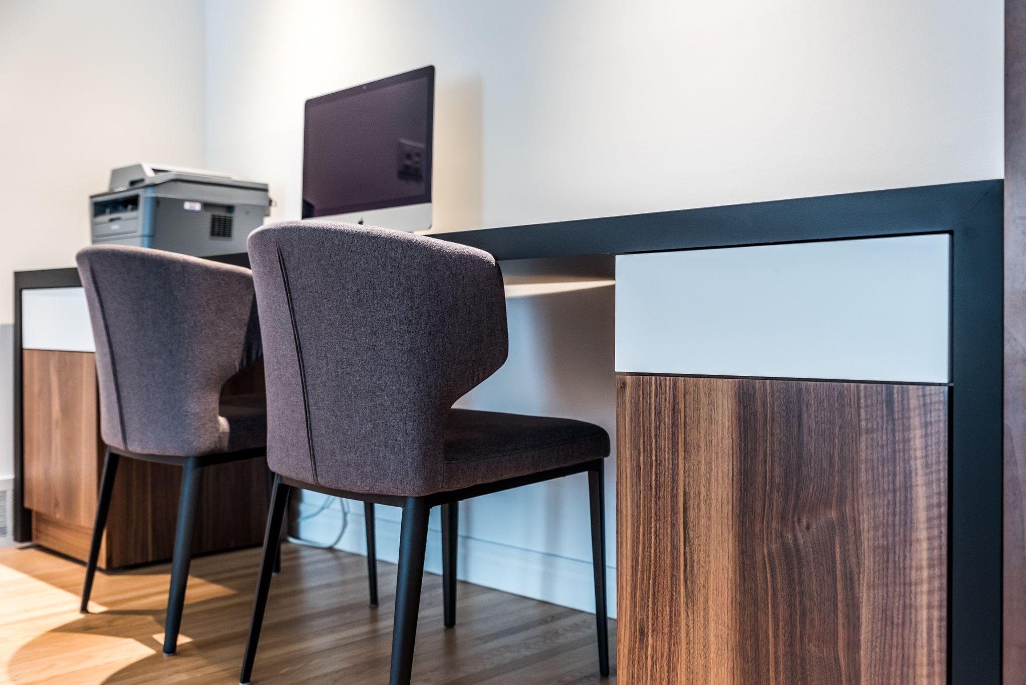 projet de bureau sur mesure fenix noir mat laque blanche noyer projet de claudia b rub. Black Bedroom Furniture Sets. Home Design Ideas