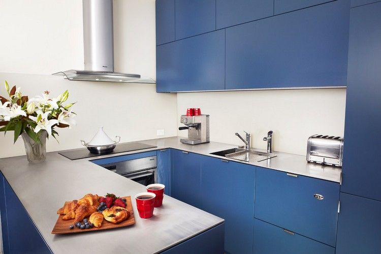 matt blaue Fronten und Edelstahl Arbeitsplatte kitchen - küche mit edelstahl arbeitsplatte