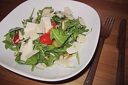 Rucola-Salat mit Datteltomaten, Pinienkernen und Parmiggiano (Rezept mit Bild) | Chefkoch.de