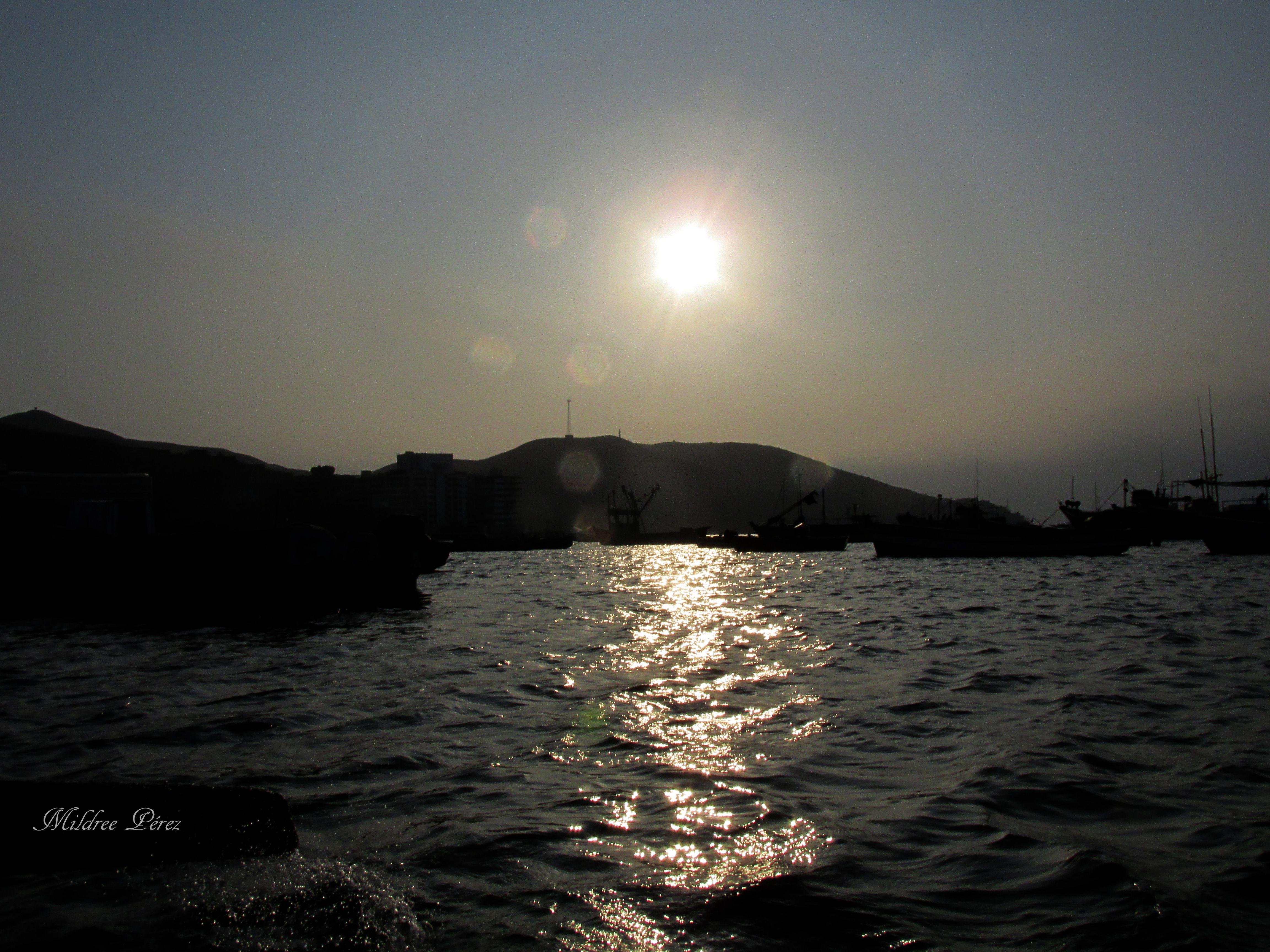 """""""El atardecer ha despertado la nostalgia, el amor o la espiritualidad entre pensadores, es tan hermoso el sol radiante junto a las olas del amar"""" #MILDREEPEREZ"""