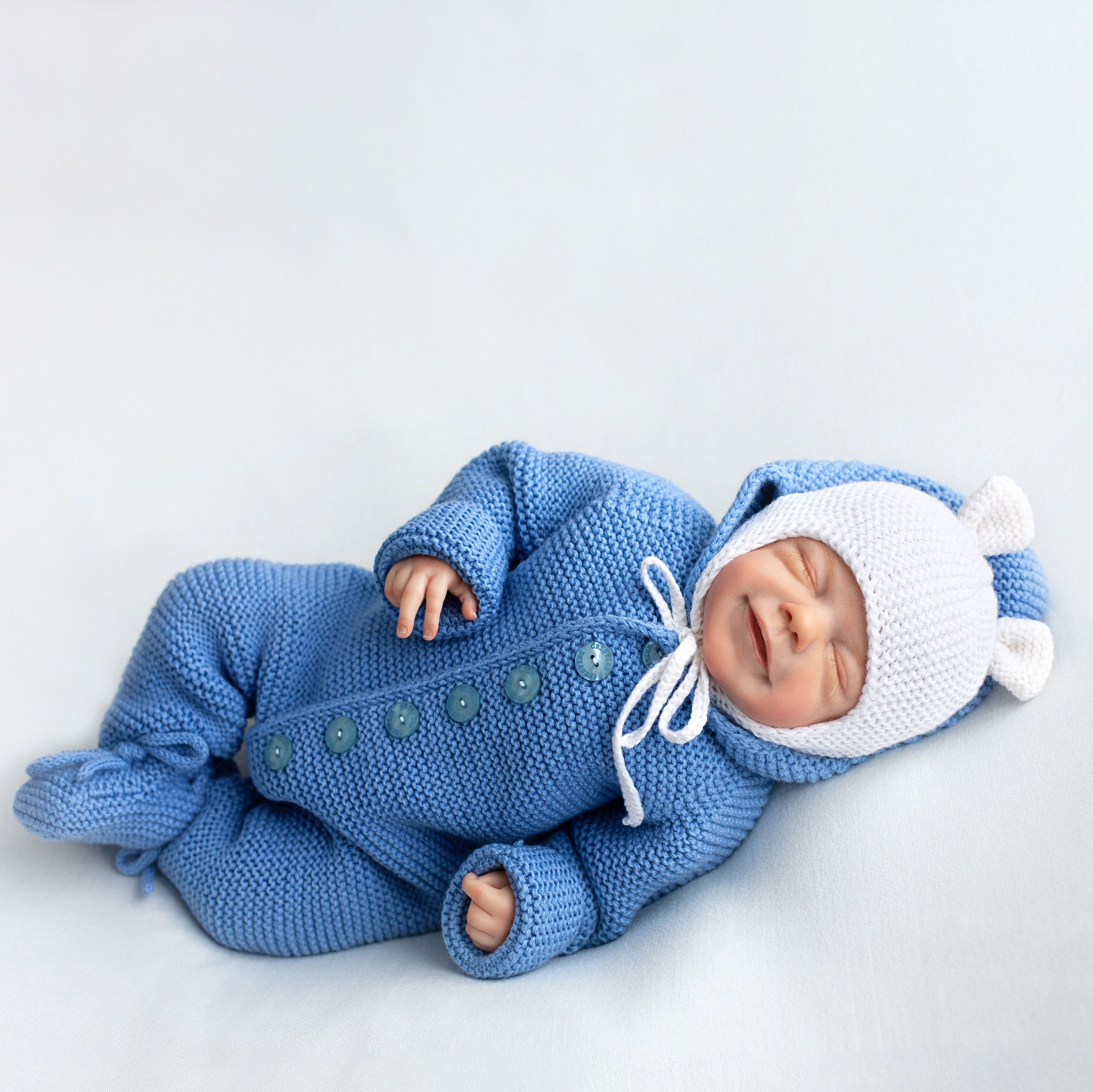 Soft yarn Baby clothes Warm baby body Very fine yarn For a newborn Baby jacket Hand-knit Baby clothing Light blue baby bootie