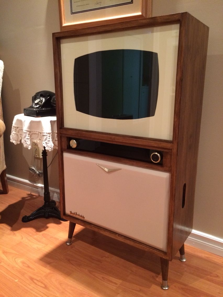 Retro Tv Made From An Old Unused Lcd Monitor Vintage Television Vintage Tv Retro Room