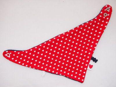 Bandana rood met witte hartjes - www.handmadebyfrancien.nl