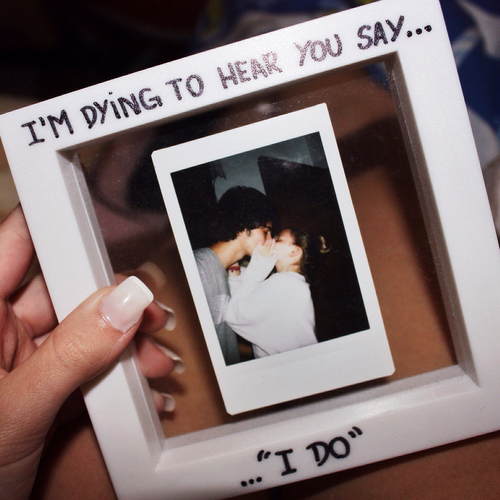 Diy Cute Couple Couple Picture Frame Foundonweheartit Crafts