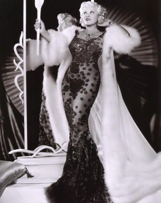 Mae West In A Scandalously Transparent Dress From The Film Go West Young Man 1936 Oldschoolcool Hollywood Glamour Old Hollywood Glamour Mae West