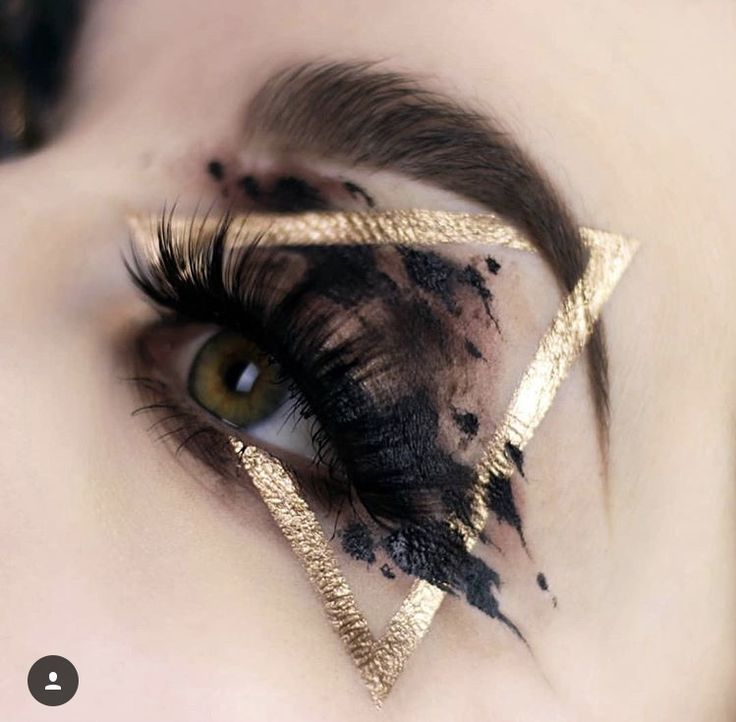 Black & Gold Triangle Eye Makeup #eyemakeup