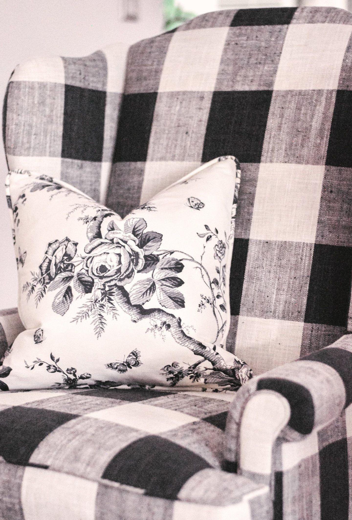 Our Farmhouse Living Room Makeover Our Buffalo Check Chair We Re Revealing Our Black And White Scandinavian Farmhouse Inspire 2020 Kanepeler Koltuklar Kelebekler