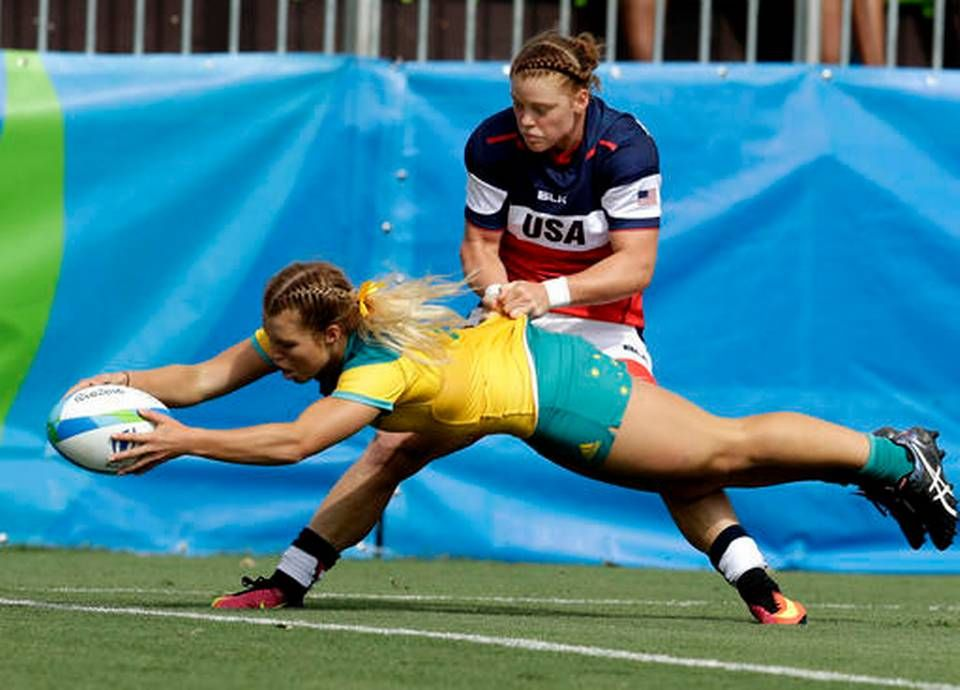 Australia S Emma Tonegato Front Scores A Try As Usa S Alev Kelter Tries To Defend During The Women S Rugb Rugby Jersey Design Sports Highlights Womens Rugby
