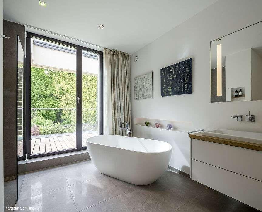 Ein Einfamilienhaus Positioniert Sich In Der Hoffnungsthaler Landschaft Badezimmer Design Bad Einrichten Haus Planung