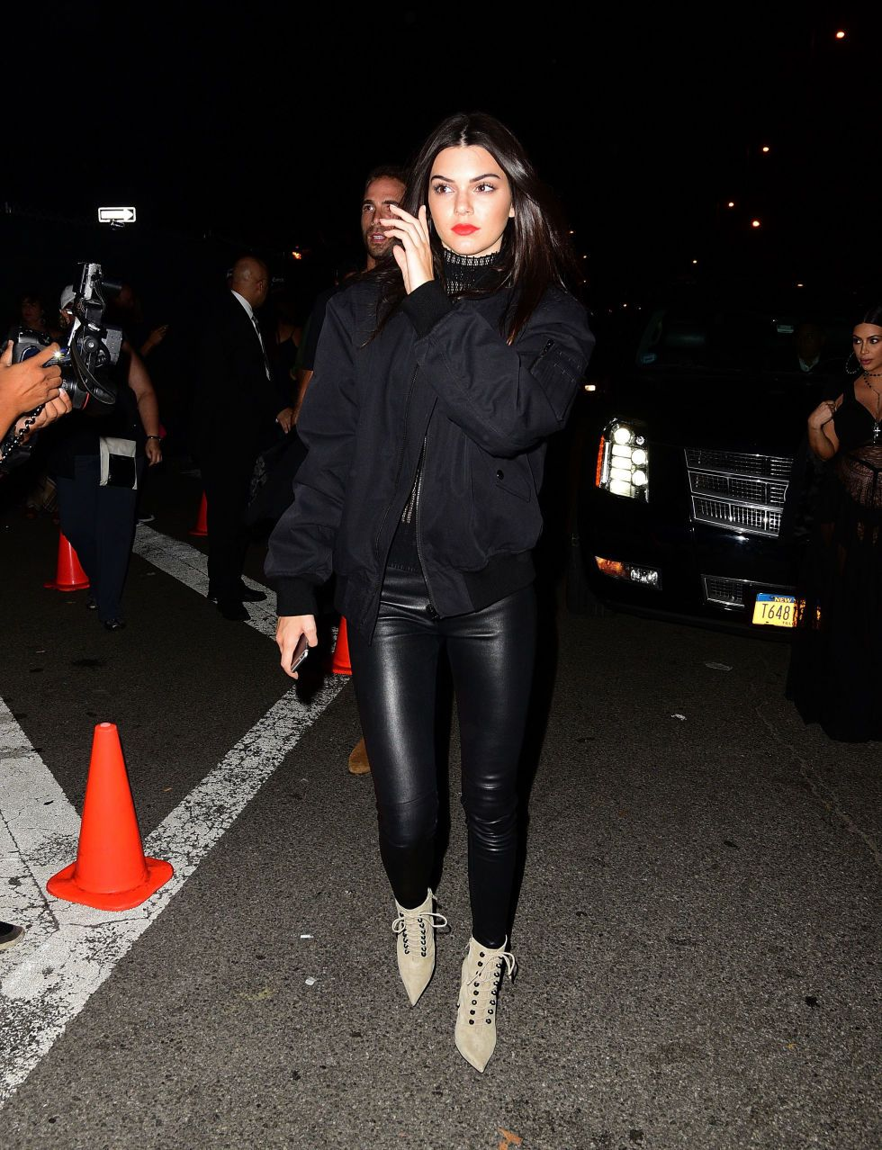4d6fdfa1b26 Kendall Jenner Set the Tone for Casual Fall Fashion in New York City ...