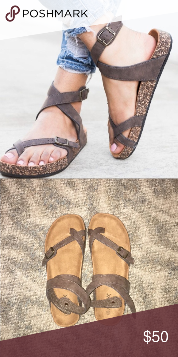 4d3786c6aa35fe Birkenstock yara STYLE sandal The shoe is a great look a like to the  Birkenstock yara