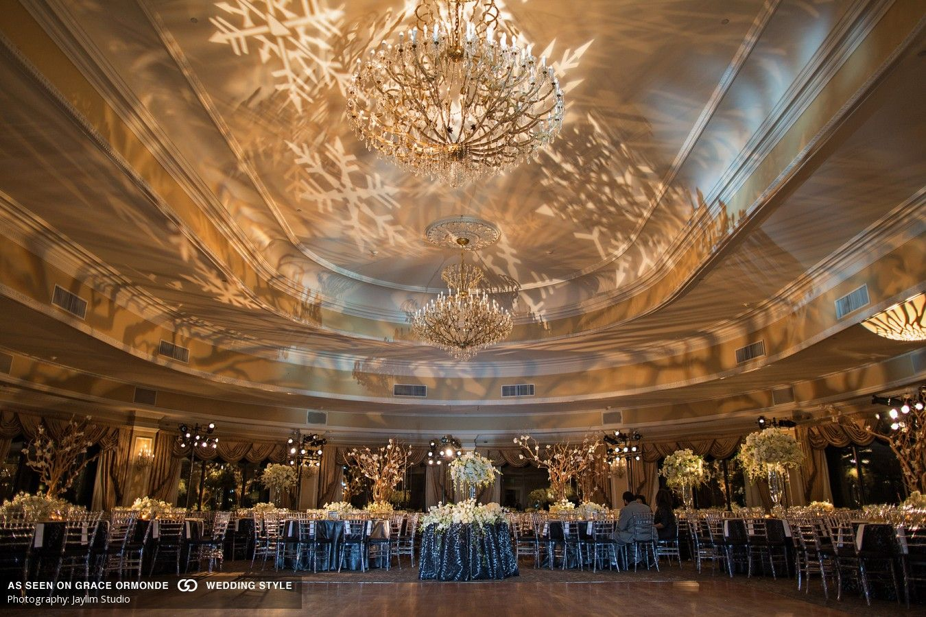 A Winter Themed Wedding At Oheka Castle In Huntington New York Wedding Themes Winter Castle Wedding Inspiration Oheka Castle